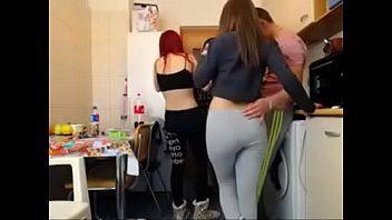Xporno ninfetas lindas praticando bela putaria na república das meninas