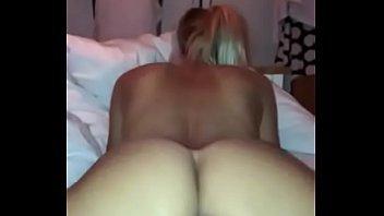 Ninfeta loirinha fazendo sexo matinal com amante do pau grande