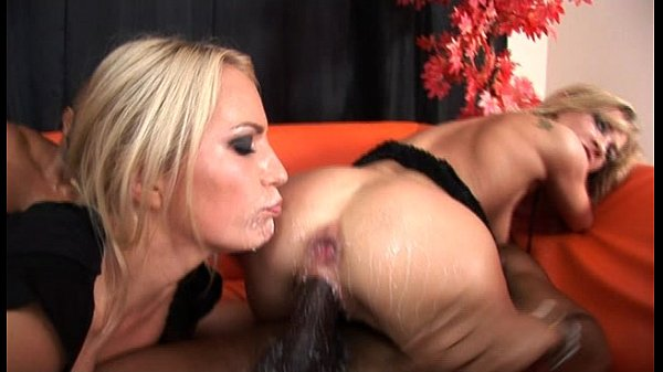 Xporno negro dotado fazendo sexo bom com duas loirinhas