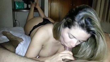 Xporno novinha linda e gostosa fazendo delicioso boquete