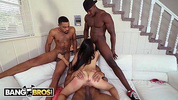 Negros no filme porno doido fodendo uma novinha