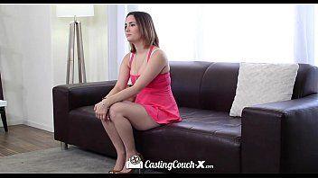 Novinha porno em HD fazendo sexo bem gostoso