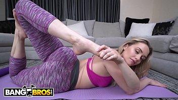 Loira do cu grande em video porno fodendo