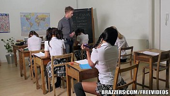 Sexo na sala de aula com morena de peitos grandes
