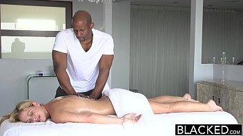 So sexo com loira coroa dando pro massagista