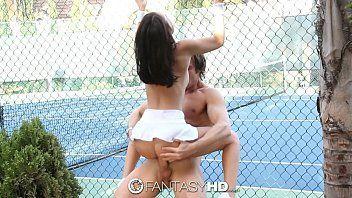 Novinha de 18 anos transando na quadra de tenis