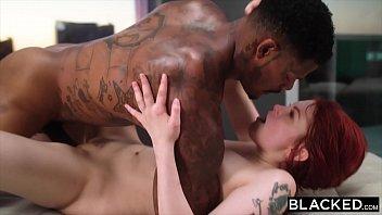 Sexo interracial com ruiva gostosa demais