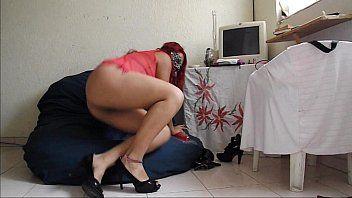 Masturbando o bucetão gostoso no sexo virtual