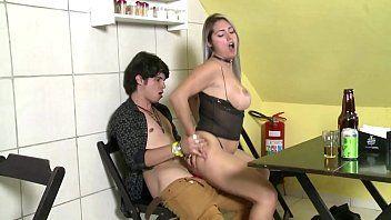 Trepando no barzinho com a esposa do amigo