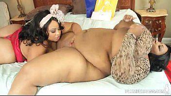 Videos pornos de duas gordas bizarras coçando a buceta em cima da cama