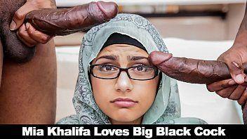 Legal porno com Mia Khalifa metendo gostoso com dois negros
